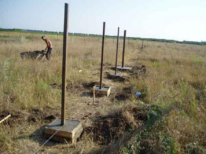 Столбчатый фундамент под забор