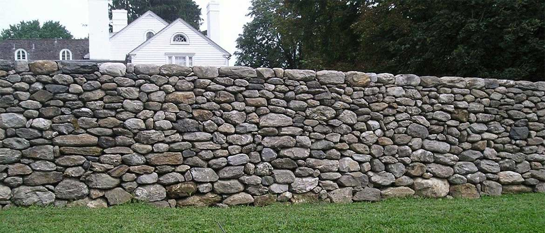 Забор из камня своими руками, виды заборов, фото