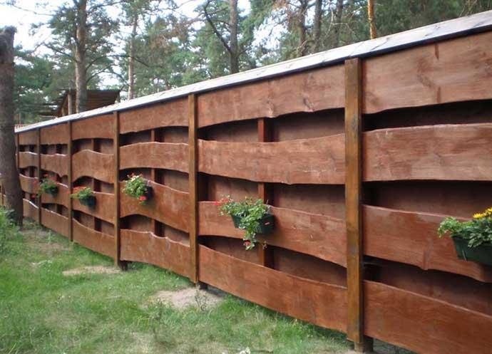 Забор из горбыля: особенности конструкции