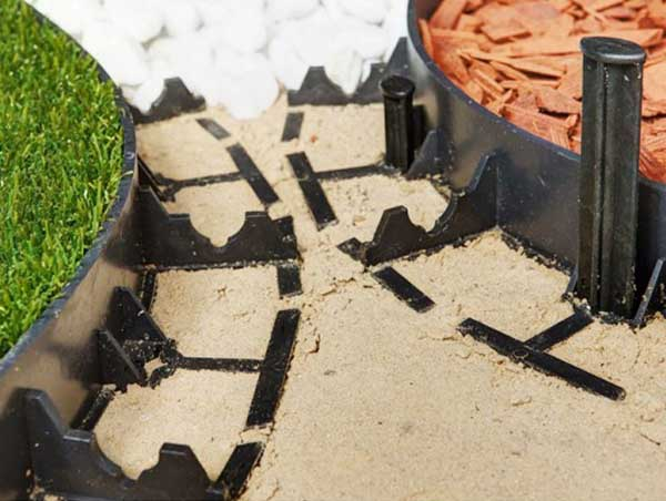 Пластиковый садовый бордюр