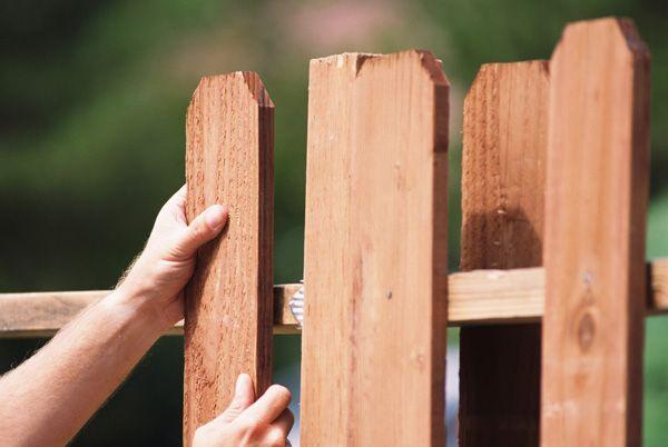 Бетонирование столбов под забор